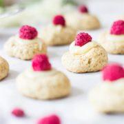 These cute elderflower cookie bites are what elderflower season is all about. Flowers and girliness!
