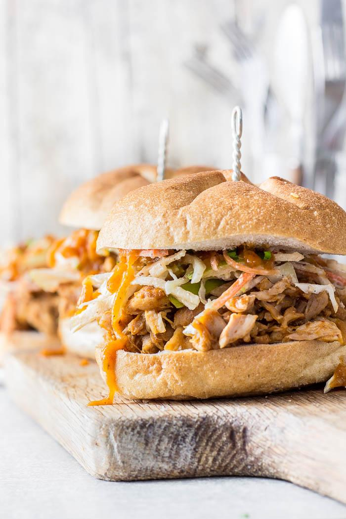 This apple BBQ sauce flavored pulled chicken sandwich topped with crazy delicious apple slaw and hazelnut yoghurt dressing is da deal!