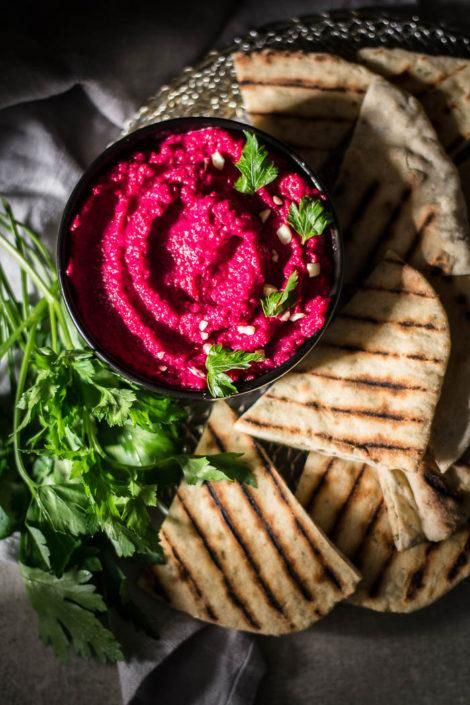 Unsurprisingly, the hero of this luscious creamy beet dip is beetroot, but there's a little something else in that makes it even sweeter and tastier. And above all a very simple buckwheat fladbread with herbs.
