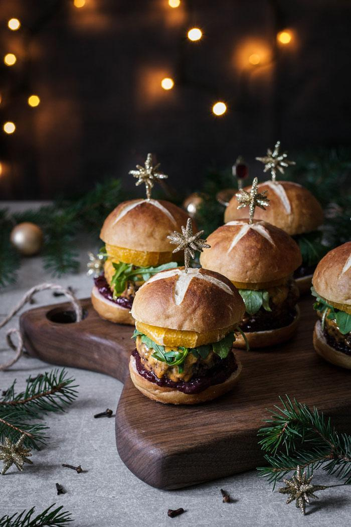 All the amazing tastes of Christmas in one mulled wine Christmas cheeseburger. Who says Christmas should be celebrated with a roast?
