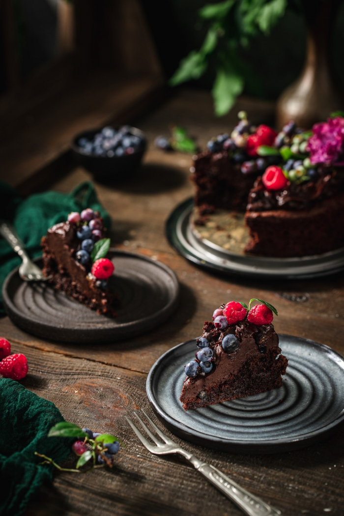 I love it when you can make the most chocolaty fudge brownie cake with the simplest of ingredients. And to top it all make a simple and most delicious chocolate ganache.