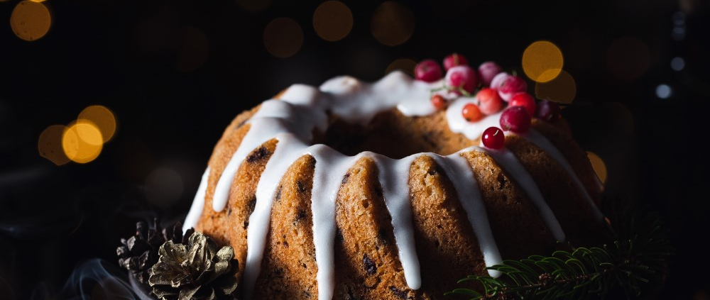 This dried fruits and chocolate chip bundt cake is packed with Winter flavors and rich chocolate, topped with a quick and simple glaze. It's the most delicious Christmas bundt cake!