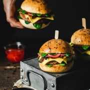 This Juicy & Smoky Plant-Based Cheeseburger recipe is all about smoky flavors and freshness. These vegan burgers include the most delicious vegan mushroom bacon and quick homemade pickled radishes.