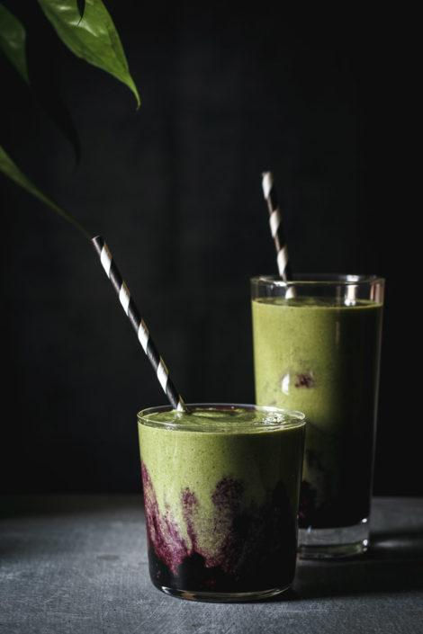 Antioxidant Packed Blueberry Matcha Smoothie. This blueberry matcha smoothie is full of antioxidants and a perfect energy boost for the morning. It's a delicious healthy vegan, dairy free and gluten free green smoothie with blueberry mash. So good! | www.useyournoodles.eu
