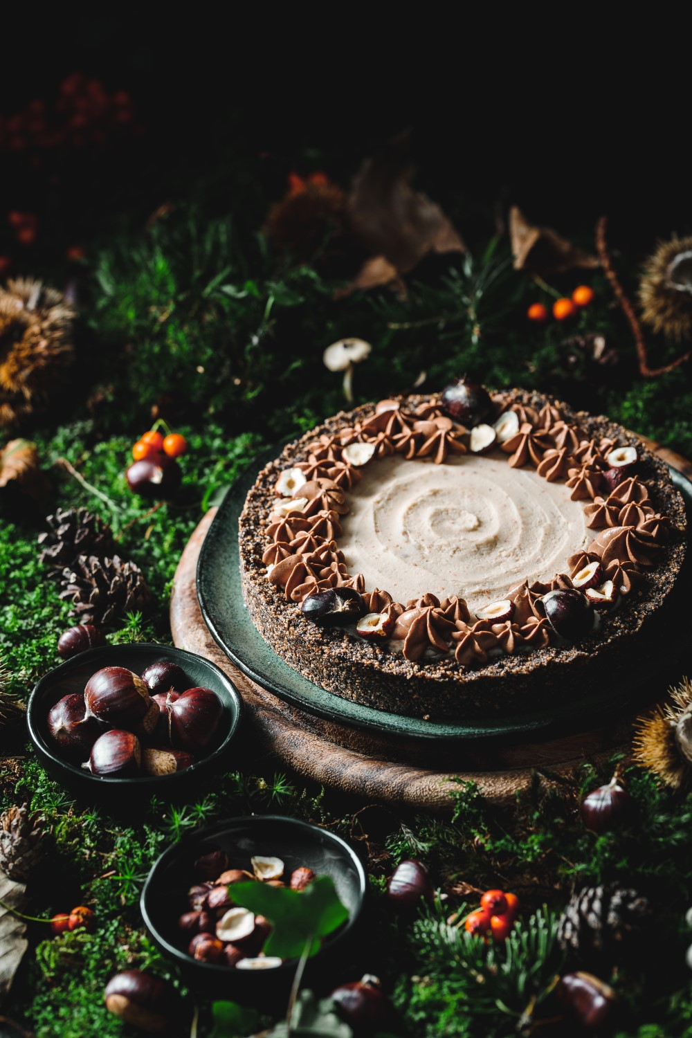 This no-bake chocolate chestnut pie is an indulgent autumn dessert that everyone likes. Surprise your guests with this recipe that is full of flavor.