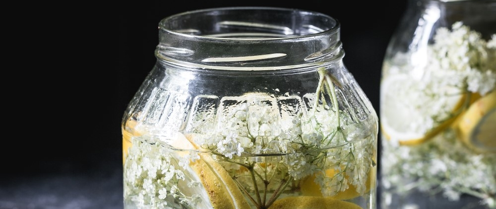 A recipe for homemade elderflower syrup or elderflower cordial: sweet and citrusy! Making elderflower syrup at home is super easy and requires so little work.