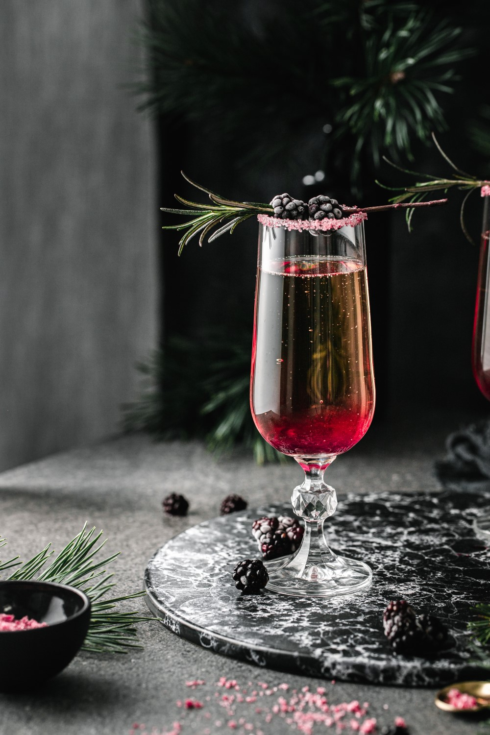 How to make an ombre blackberry champagne? Super easy! It's perfect for festive celebrations and New Year's Eve parties!