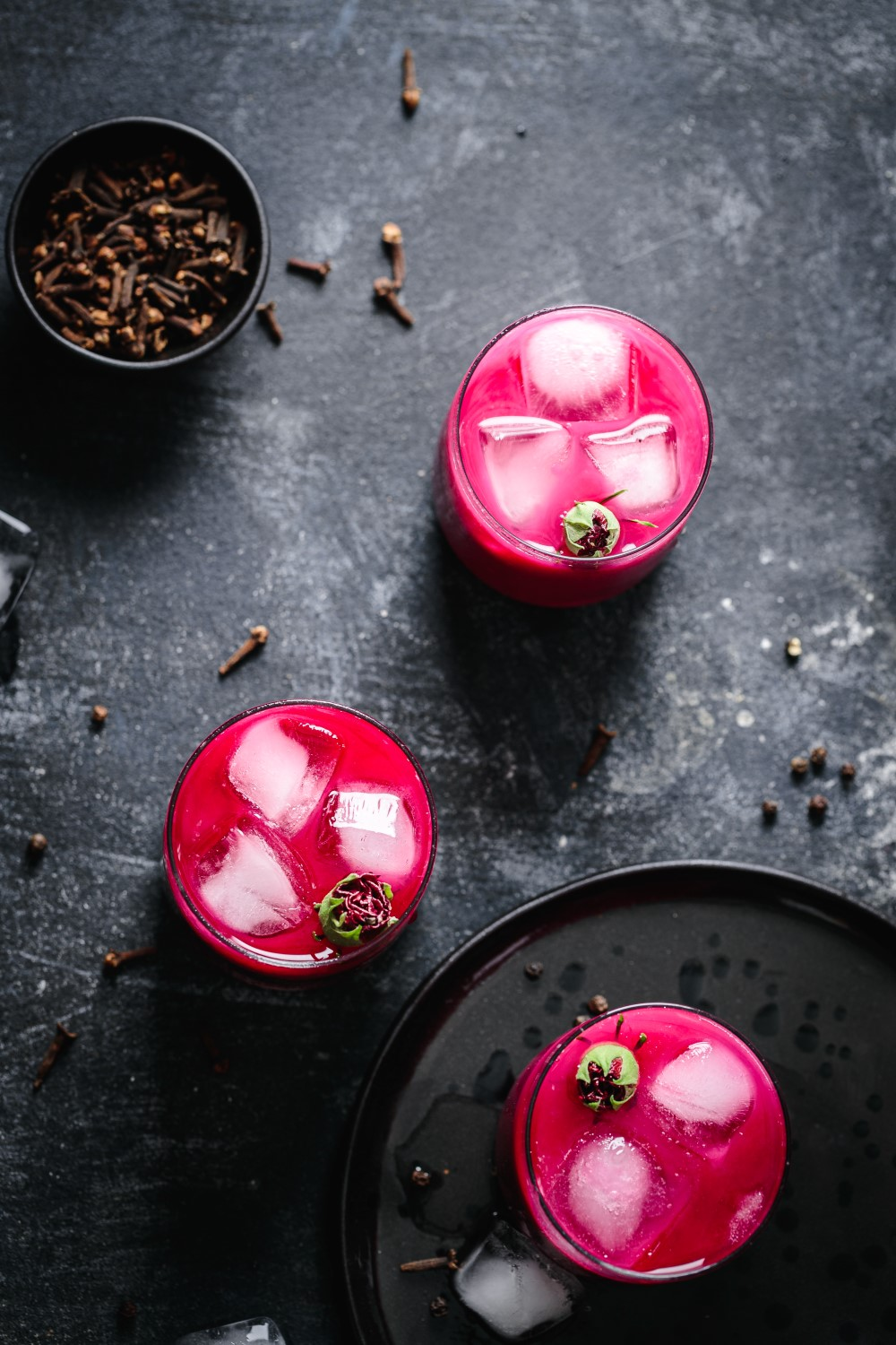 Treat yourself with an iced beetroot chai latte - a perfectly refreshing and fragrant autumn drink!