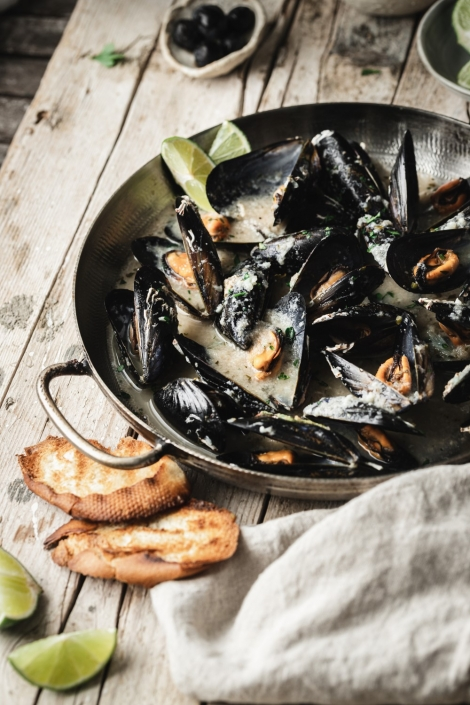 This mussels recipe is the easiest and super delicious! With just a few simple ingredients you get maximum flavors. Wine, garlic, and parsley make the most delicious sauce.