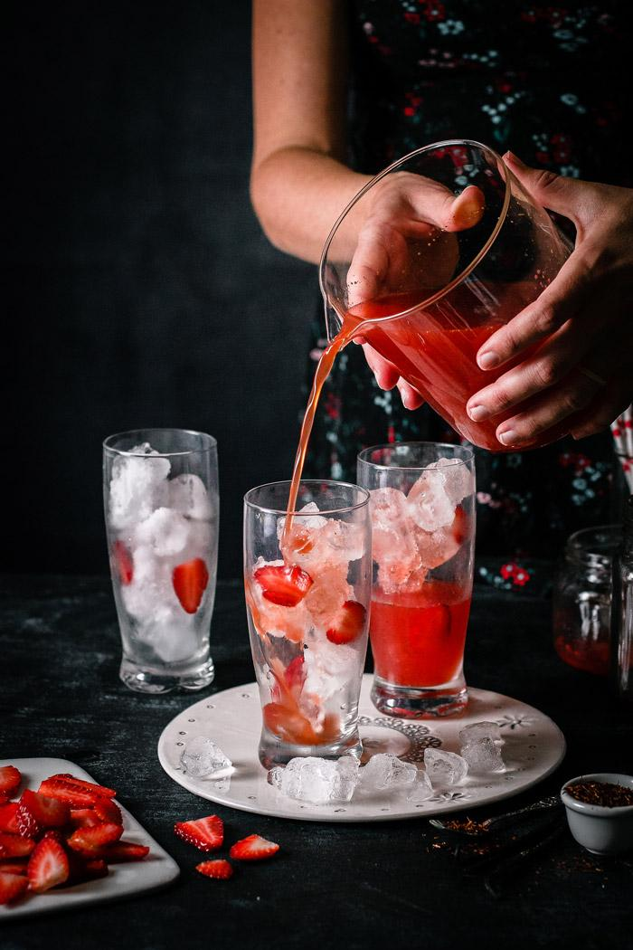 A refreshing spring vanilla strawberry iced tea - perfect combination of rooiboss tea, vanilla and strawberries. Keeps you cool and hydrated during sunny spring days!
