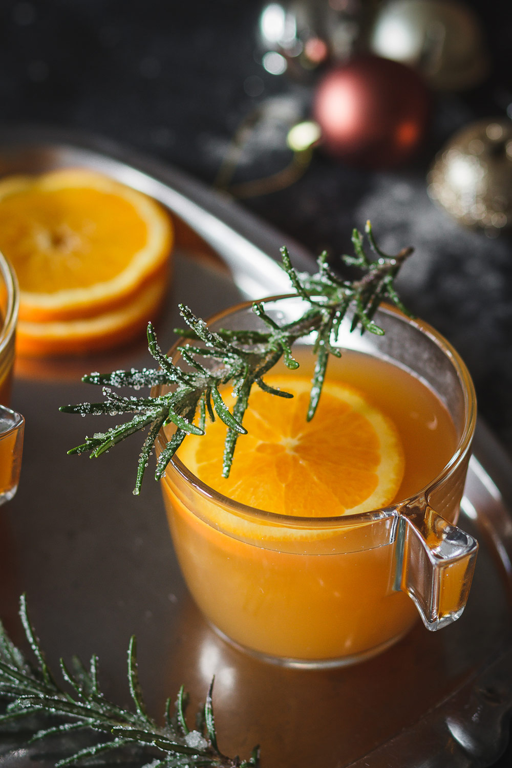 It's drinks like these mulled ginger beer with a hint of whiskey that create the Christmas atmosphere.