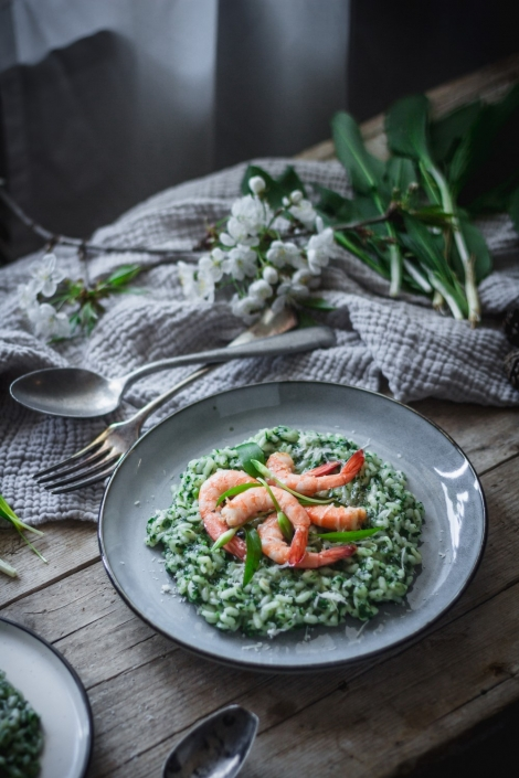 A beautiful and delicious spring wild garlic risotto recipe that complemented with parmesan cheese and garlic roasted prawns. The best Early Spring feast!